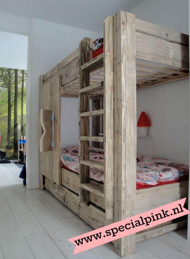 Steigerhouten stapelbed Sylvie met luikjes. € 575,- bij Special Pink