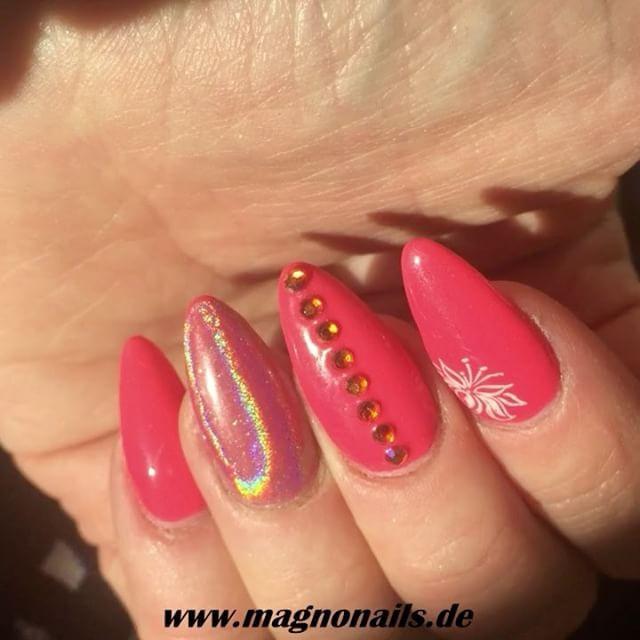 Modellage mit Farbgel Bublegum und Holographic Pigment  www.magnonails.de #nageldesign #schönenägel #nägel #nagel#nagelmodellage #nagelverlängerung #nagelstudio #maniküre #nagelfee #fingernägel #naildesign #nailart #nagelkosmetik #kosmetikstudio #glitzernägel #gelnägel #acrylnägel #nailstudio #gelnails #nails #nailartist #kosmetik #chromenails #glasnails #nagelvestärkung #nagelpflege #nagelstübchen #schönheitsalon