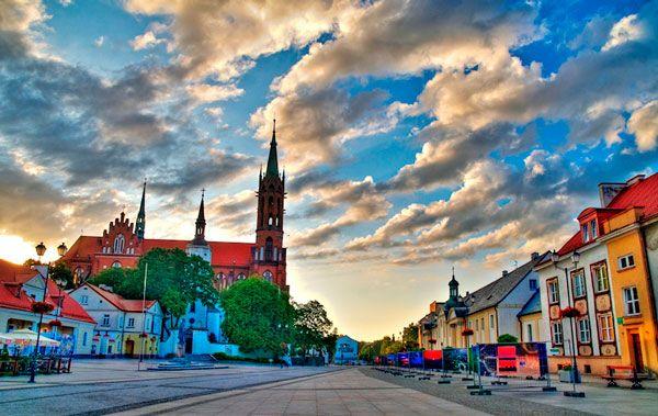 Кавалерийский вещевой рынок и Фасты в Белостоке: время работы, адреса и что купить