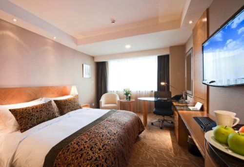 How to save a bundle on a hotel room for vacationers on a retiree's #budget. #travel: Home Theater, Travel Watchout, Hotels You Ll, Hotels Bargain, Hotels Bid, Independence Hotels, Book Rooms, Hotels Rooms, Bargain Hunters