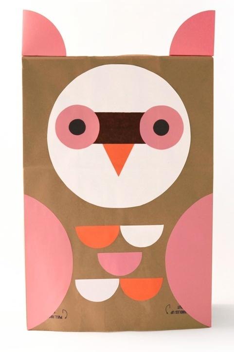 'Uil-masker' from m.b.v. papieren zak