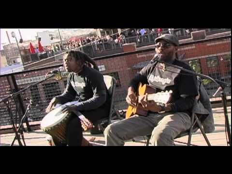 """Bob Marley """"Three Little Birds"""" by PLAYING FOR CHANGE - acoustic MoBoogie Rooftop Session"""