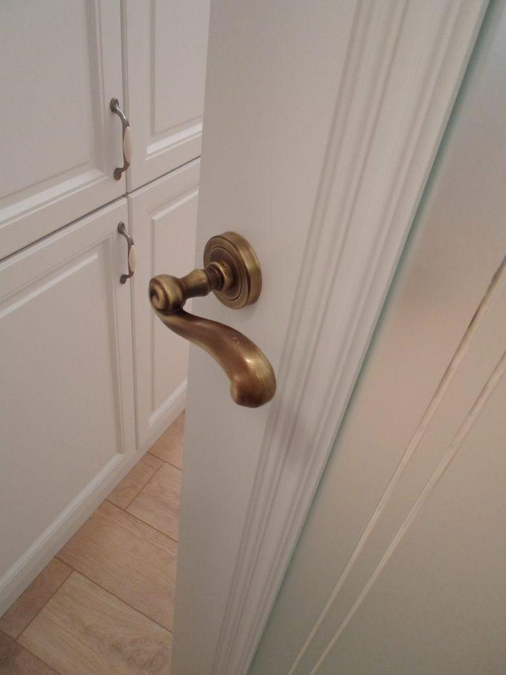 Zdobione drzwi nie mogą mieć zwykłej klamki :)