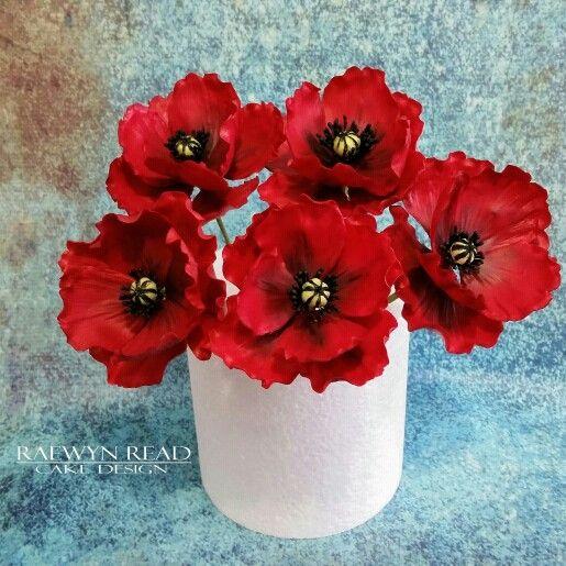 Sugar Poppies www.facebook.com/cakesbyraewyn  #sugarflowers #sugarflowerclasses