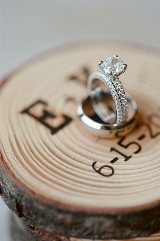 Use a tree trunk as the backdrop for your wedding ring photo.