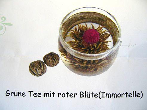 Grüntee Kugel, Teeblume, mit roter Blüte
