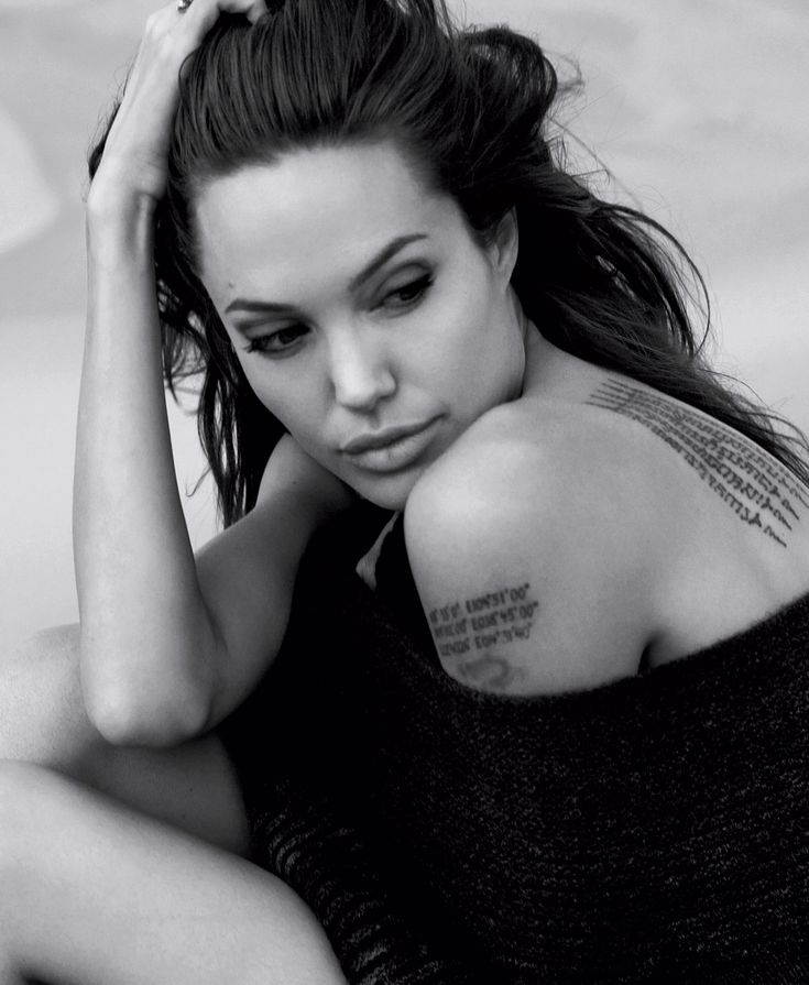 ~Angelina Jolie~                                                                                                                                                                                 Más