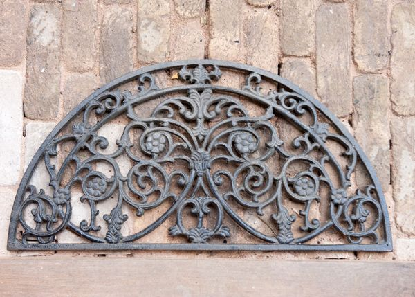 Perfect for adding a Victorian look to any front doorstep, this cast-iron mat will last a lifetime