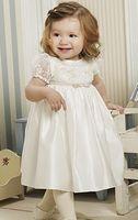 Ook voor de allerkleinste meisjes zijn er prachtige jurkjes. Deze is uit de collectie van Lilly. Corrie's bruidskindermode.  Bruidsmeisje, bruidskinderen, communie, communiejurk, trouwen, huwelijk, bruiloft.  bruidskindermode.nl