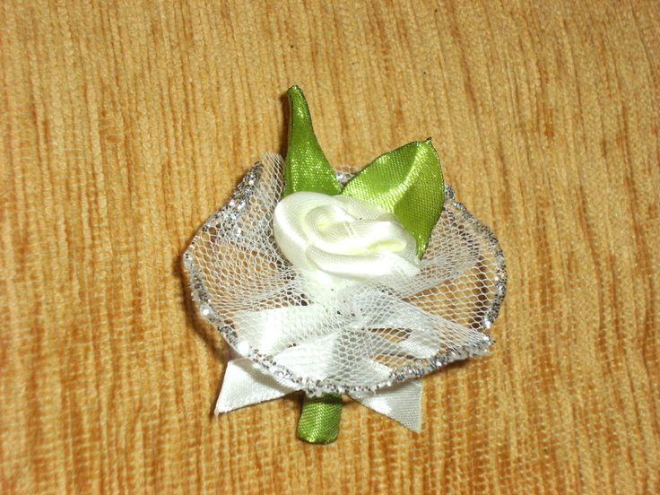 cocarde nunta realizate manual din saten!