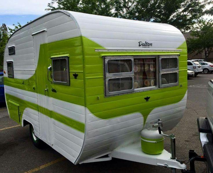 Sweet green Vintage Caravan   tiny trailer - camper - glamper   <O>
