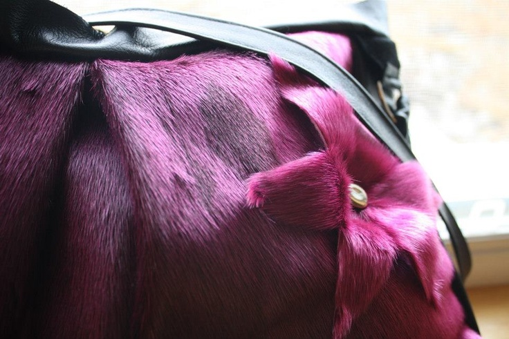 Inuit made sealskin purse by ᔭᐃᓐ Flaherty-Lambe