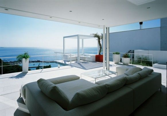 If you are looking for ideas on elegant renovation you just might get inspired by the work done by the team of Japanese architects, Kidosaki. Y Residence has been done renovated in Japan to keep the budget in mind.  The house is bringing the magic ocean view and one with the house as possible. With the way the Japanese approach of bringing the outside in and creating interdependent relationships between interior and exterior is maintained.  All the houses glazed in the designer's favorite…