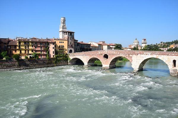 Ponte Pietra Etsch Brücke Verona Italien