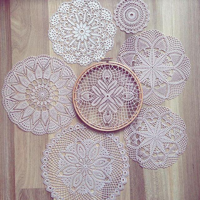 Доброго времени суток  сфотала в кучке новые модельки, пока они не разлетелись в разные стороны)) в пяльцах не новая, но давно тоже не показывала) лёгкой рабочей недели  #ручнаяработа #мастеркрафт #kolesova_crochet #crochet #handmade #handmadeALL #crochetaddict #countryhandmade #craftsposure #crochetinspiration #вяжутнетолькобабушки #onelovehandmade #салфеткакрючком #салфетка #woki1