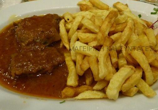 Κλασικό μαμαδίστικο Κυριακάτικο φαγητό !!!    Υλικά  1 κιλό μοσχάρι  6 κουταλιές σούπας ελαιόλαδο  2 κρεμμύδια τριμμένα στον τρίφτη  1μι...