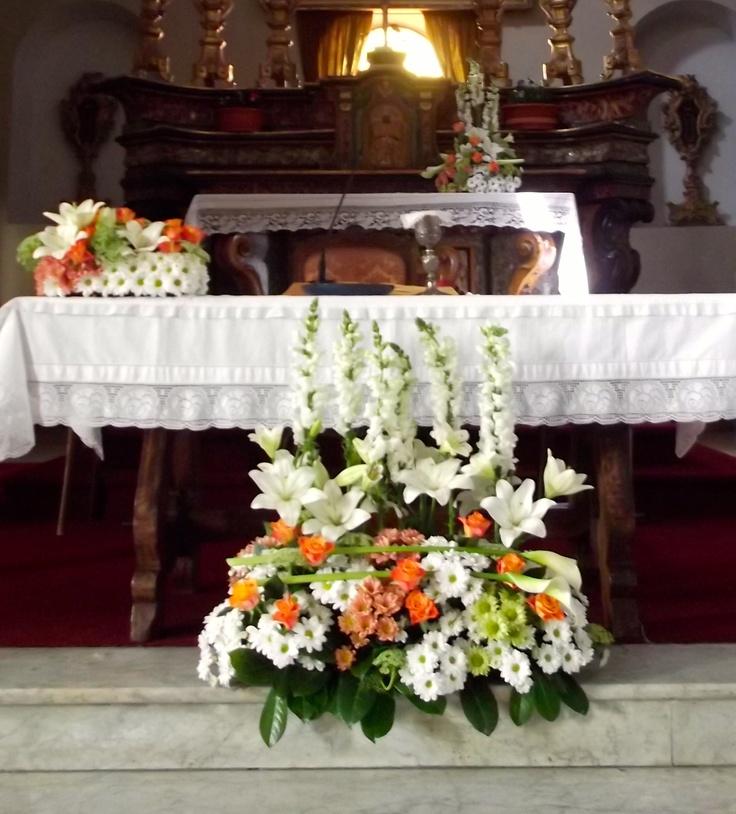 Allestimento floreale in Chiesa per una prima comunione. Maggio 2013.
