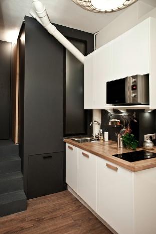 17m2 in Montmartre, with flexible furniture zwarte opstap naar verzonken bad????