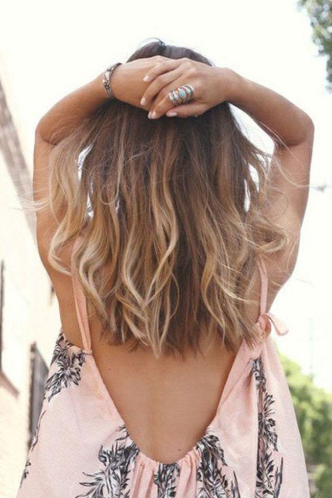 Sommer Sonne Surfer Look Lassige Beach Waves Zum Nachstylen In 2020 Hair Styles Medium Hair Styles Long Hair Styles