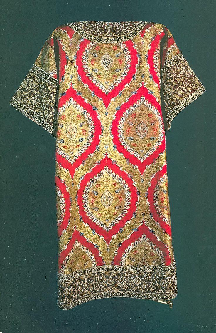 """Саккос """"Коломенский"""" патриарха Никона (1653), жемчуг, пряденые, золотные нити, драгоценные камни, шитье, литье, чеканка. атлас золотный из Турции. В XVII в саккосы становятся более декоративными. ГММК"""