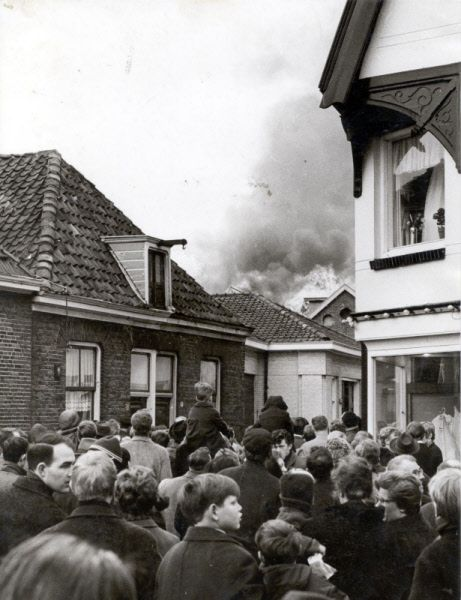 Brand bij de firma Palthe gezien vanuit het Schalderoi.