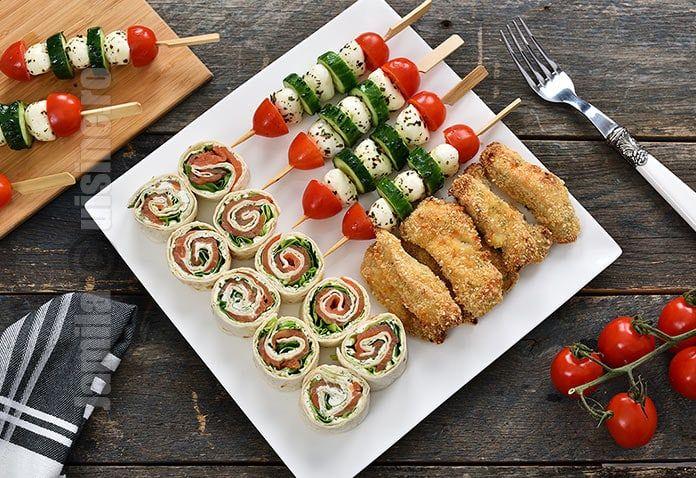 Reteta de aperitive festive este una din cele mai cerute in aceasta perioada. Dupa cum suntem obisnuiti, fiecare masa de sarbatoare trebuie sa fie incarcata