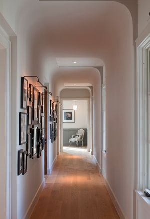 7 diy cures for the claustrophobia caused by long, narrow hallways - Designer: Tim Cuppett Architects
