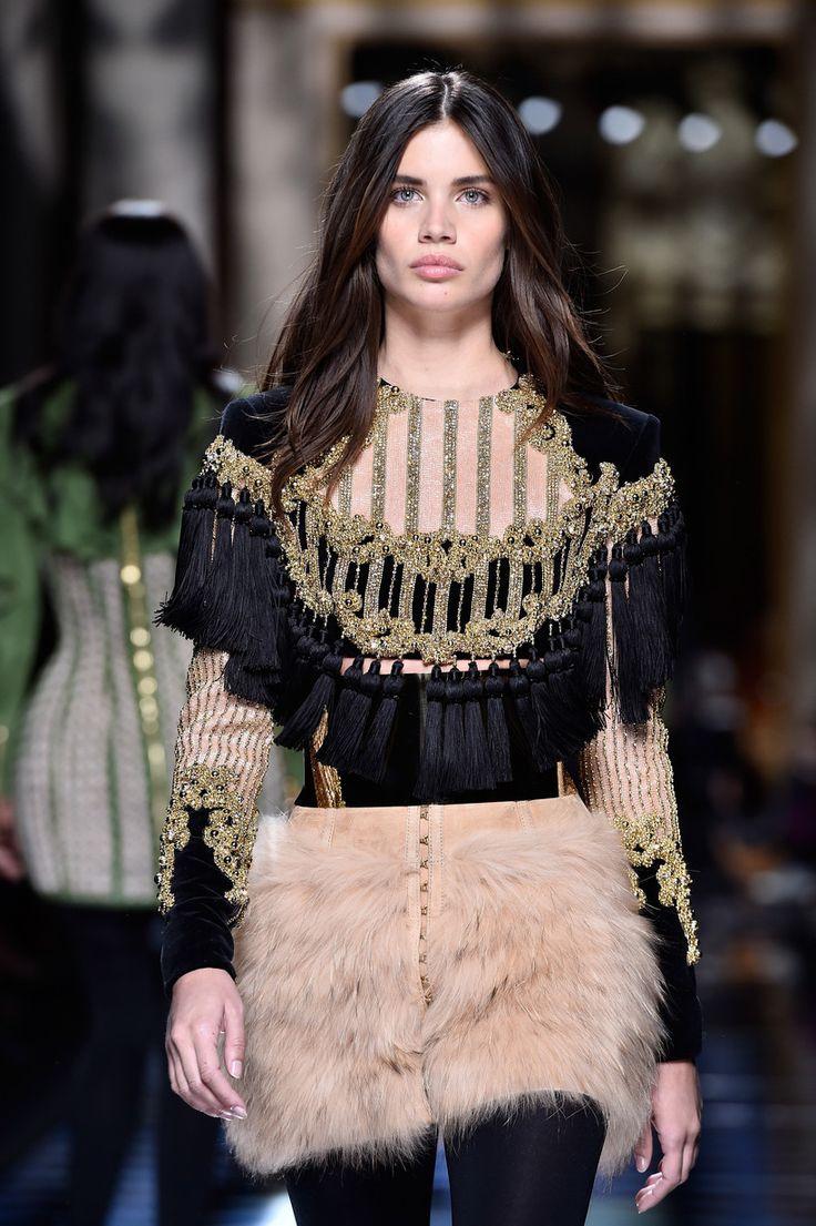Sara Sampaio: a manequim portuguesa participou no desfile da Balmain na Semana da Moda de Paris.