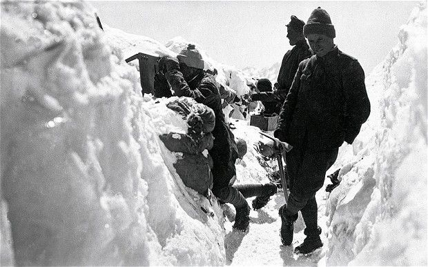 Melting glaciers in northern Italy reveal corpses of WW1 soldiers || The glaciers of the Italian Alps are slowly melting to reveal horrors from the Great War, preserved for nearly a century