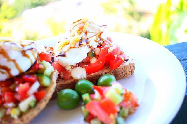 Late breakfast   #keepitfresh #breakfast #food #tomatoes #cucumber #eggs #toast #photooftheday #happyhumpday #australia #goldcoast ➖➖➖➖➖➖ Поздний завтрак   #завтракчемпиона  #toast #foto #Россия #следуйзамной #следуйте