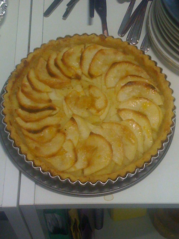 Welsh recipes: Fflan Afal Gymreig [Welsh Apple Flan]  https://www.facebook.com/photo.php?fbid=700085030013800&set=a.134735423215433.17340.131420090213633&type=1&stream_ref=10
