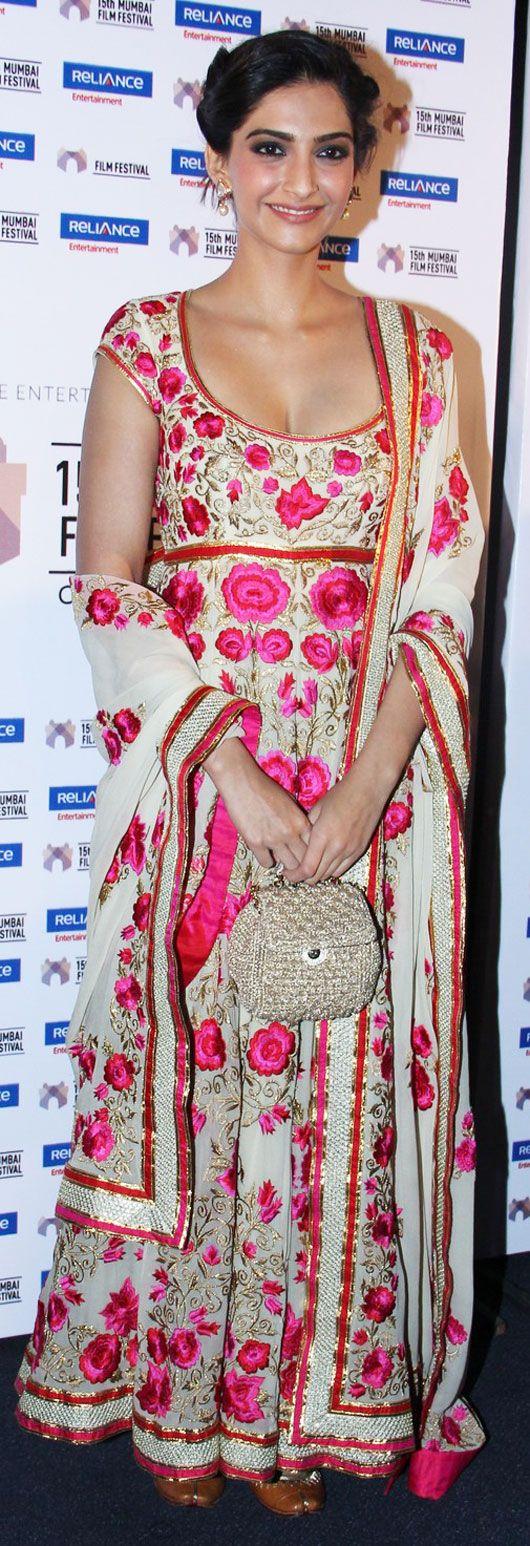 Get This Look: Sonam Kapoor's in Full Bloom at the Mumbai Film Festival - MissMalini