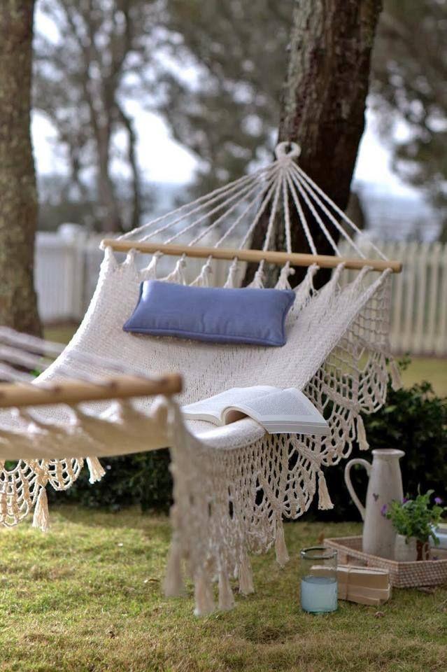 Un lugar de relax en el jardín  -  A place to relax in the garden