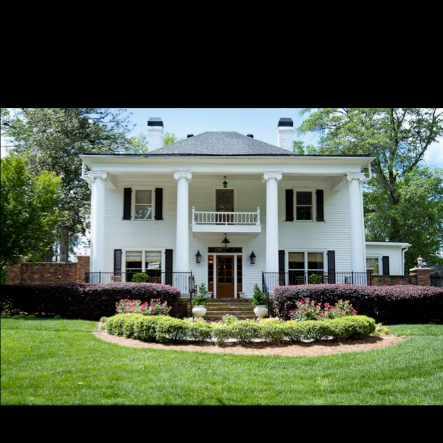 ZOMG, the Carmichael plantation from Sweet Home Alabama ...