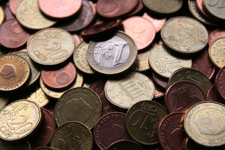 Dólar cai levemente perante o euro, mas sobe em relação ao iene - http://po.st/EfJl3u  #Economia - #Euro, #Fechamento, #Iene, #Moedas