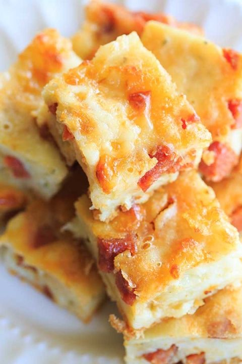 Easy Cheesy Pepperoni Bites - Perfect for holidays, parties and football-watching!   http://www.browneyedbaker.com/pepperoni-bites/