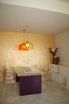 Vintage-Style-DinningRoom-Glass-Table-Chairs-Orange-Yellow-Purple-Tiles-Santorini-Greece