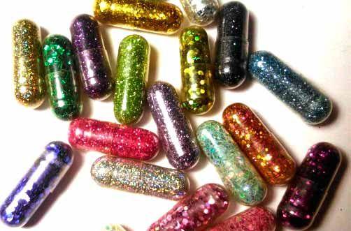 Píldoras con diamantina, dando color a las heces