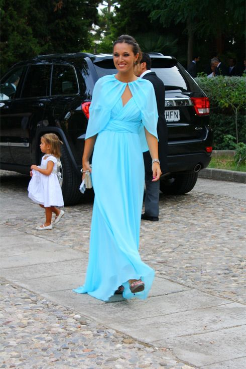 Like the shape of the dress, specially the arm cover up, not too sure about the blue color.                                                                                                                                                                                 Más