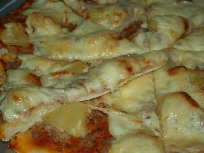 A tradicional massa de pizza  é levedada com fermento biológico, precisando de descançar no mínimo 1h. Há situações em que 1h é muito tempo,...