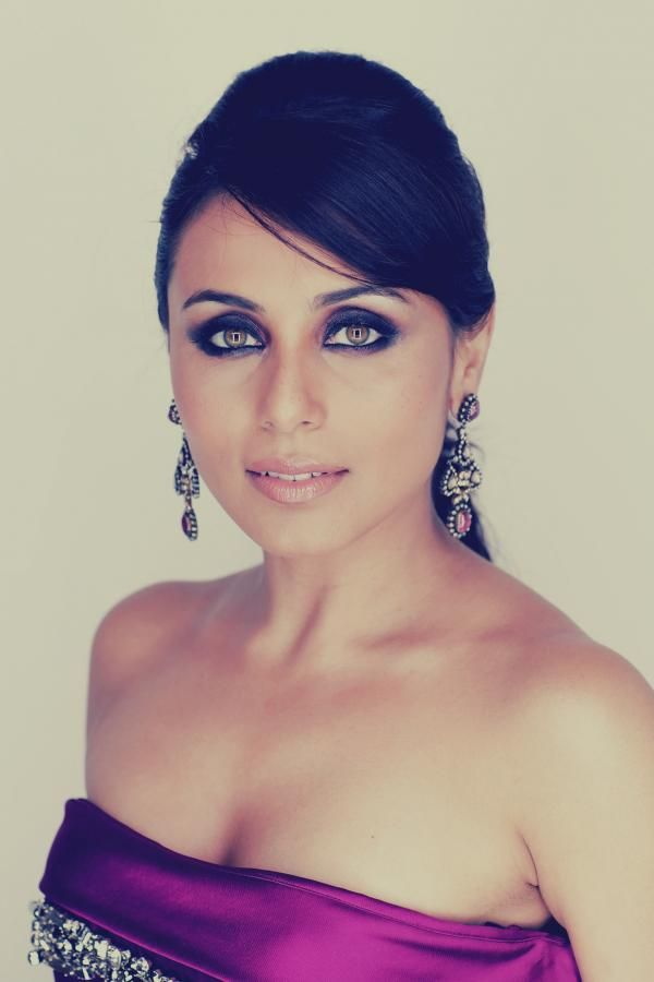 Rani Mukherjee, occidental style. A lot of grace in this picture.