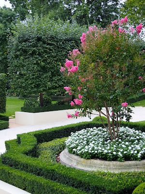 formal garden...love the 2 rows of low boxwood hedge and the geometric shape of the hedge