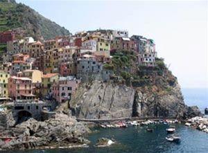 Le Cinque Terre - Vakantie Italie. Luguria is de smalle reep land die van de Franse grens tot ongeveer aan La Spezia loopt. De Bloemenrivièra zal de meeste mensen bekender in de oren klinken. #Luguria #Ligurië #Ligurie #Italia #Italie #Italië #Italy