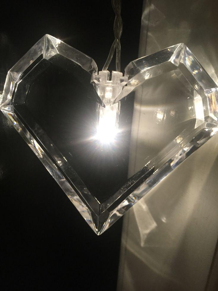 """Een hartvormige """"diamant"""" met een lichtje"""
