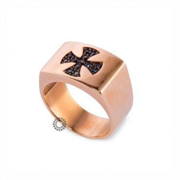 Ένα μοντέρνο δαχτυλίδι τύπου σεβαλιέ (chevalier) σε ροζ χρυσό Κ14 με ένθετο τον σταυρό της μάλτας από μαύρα ζιργκόν. Αποστολή εντός 24 ωρών #σεβαλιε #ζιργκον #χρυσο #δαχτυλίδι