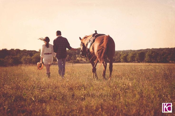 Engagement session on the ranch. There's something so fabulous about sessions with horses. Charla+Mark: The Biology of a UT Romance | Austin Wedding Photographer Kelly Cameron » Kelly Cameron #countrycouple #relationshipgoals #couples