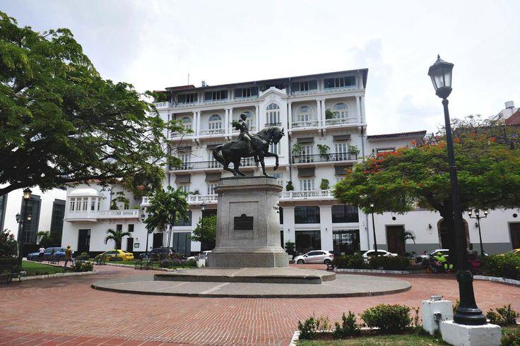 Plaza Bolívar in Casco Viejo in Panamá City   heneedsfood.com