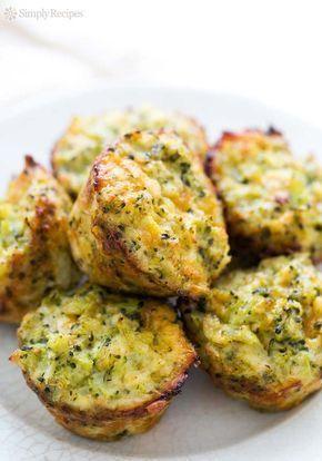 Deliciosos muffins salados de brócoli y queso. Recetas con brócoli especiales para niños, probad estos muffins con queso.