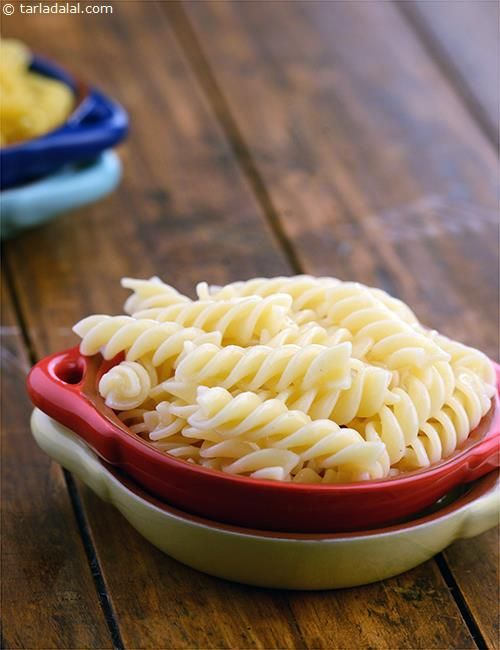 Boiled Pasta, the consistency and texture of your pasta is very important for the success of many italian recipes. Here is an ideal way to make boiled pasta using the handy kitchen helper, the microwave oven.