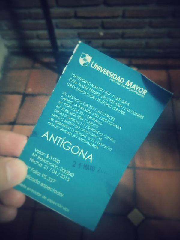 Buenas críticas... Antígona en la Sala de #Teatro #UMayor hasta el 13 de junio. Jue/vie/sáb 21:00 hrs #Santo #Domingo 711, #Santiago
